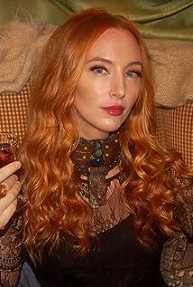 Aryn Elaine Picture