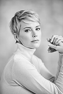 Andrea Osvárt Picture