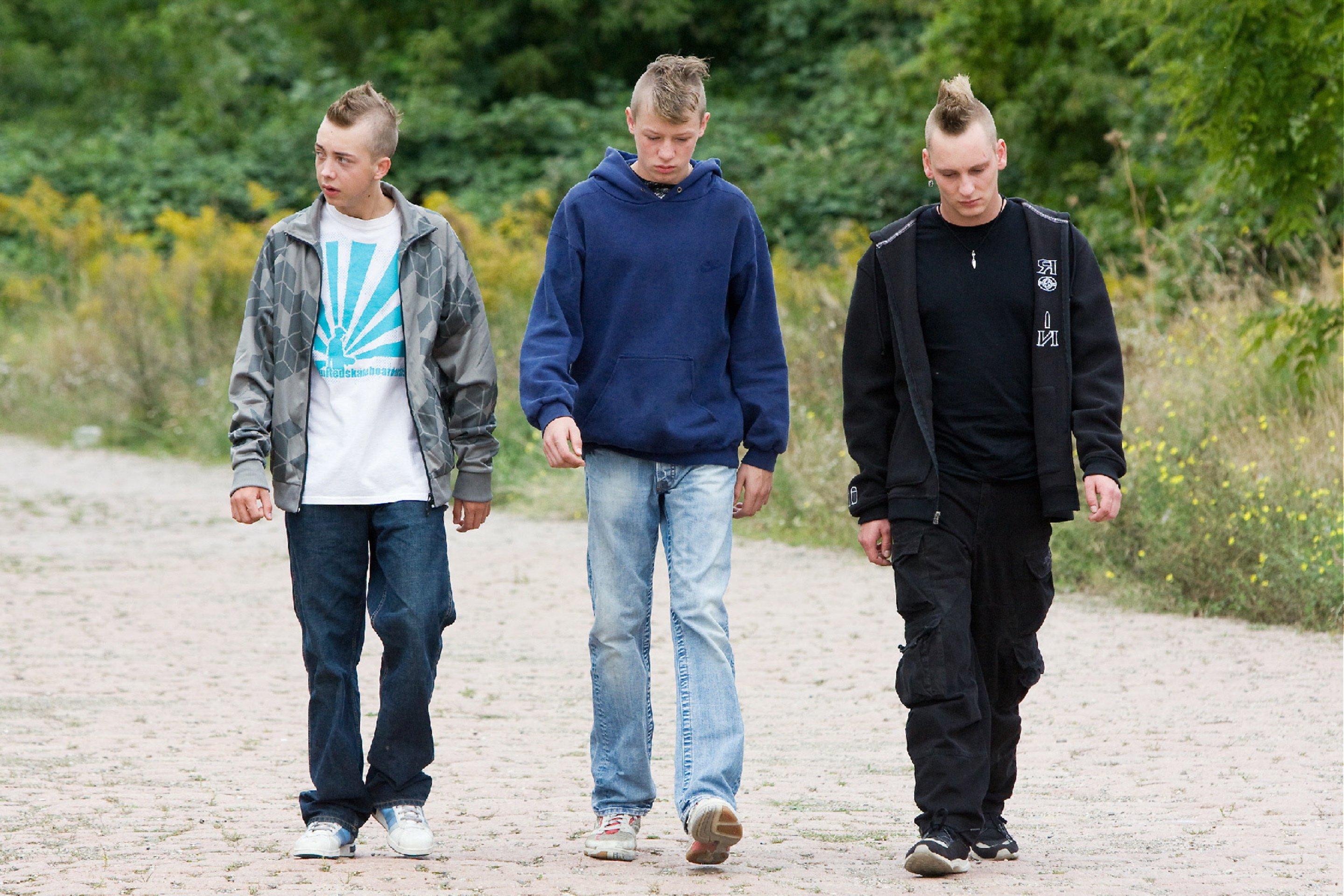 Christian Blümel, Willi Gerk, and Vincent Krüger in Wenn die Welt uns gehört (2009)
