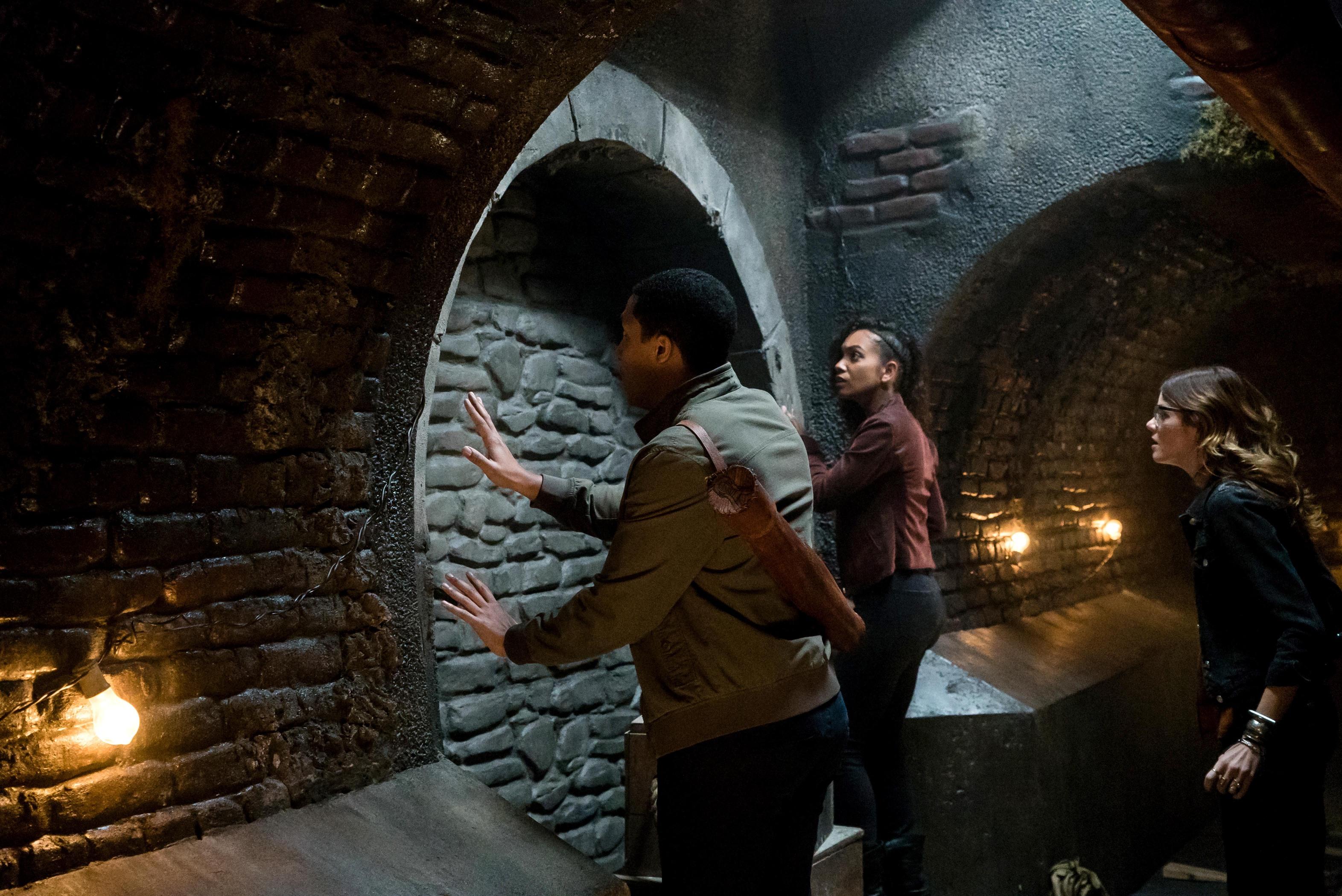 Rachel Melvin, Lyndie Greenwood, and Jerry MacKinnon in Sleepy Hollow (2013)