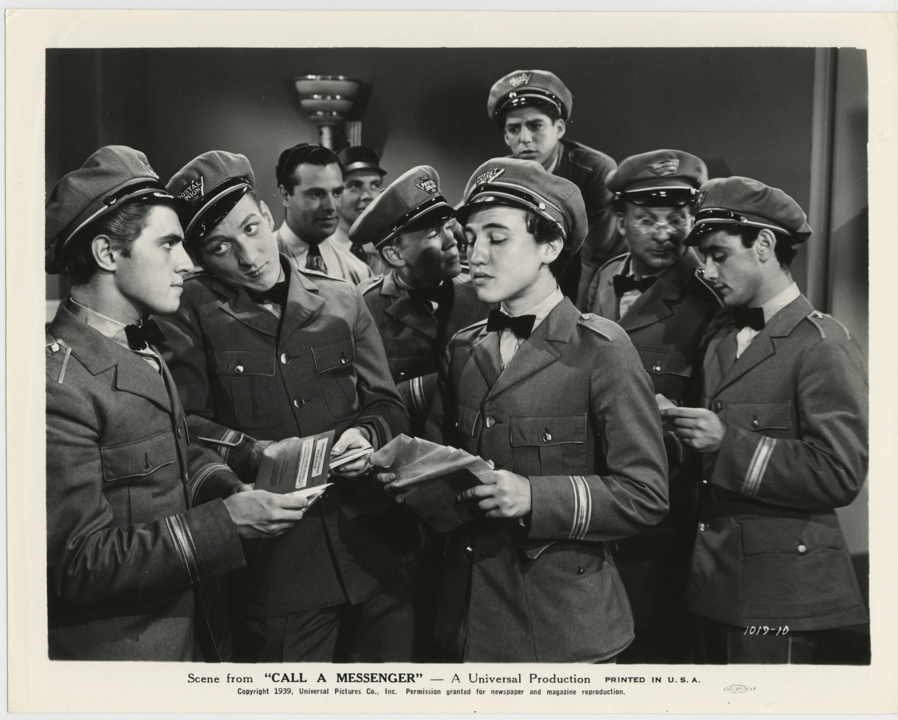 William 'Billy' Benedict, Harris Berger, Jimmy Butler, Hal E. Chester, David Gorcey, Huntz Hall, Billy Halop, and George Offerman Jr. in Call a Messenger (1939)