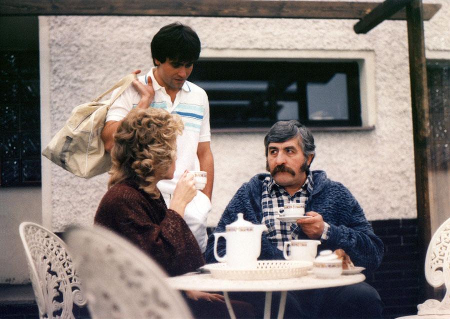 Július Satinský, Jana Svandová, and Martin Mejzlík in Krecek v nocní kosili (1988)