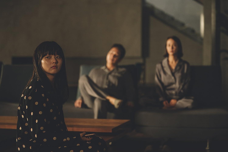 Sun-kyun Lee, Yeo-jeong Jo, and Ji-so Jung in Gisaengchung (2019)
