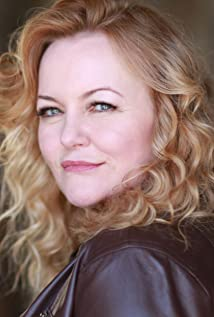 Kristen Vaughan Picture