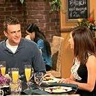 Alyson Hannigan and Jason Segel in How I Met Your Mother (2005)