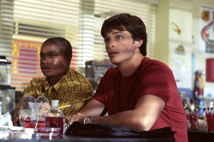 Sam Jones III and Tom Welling in Smallville (2001)