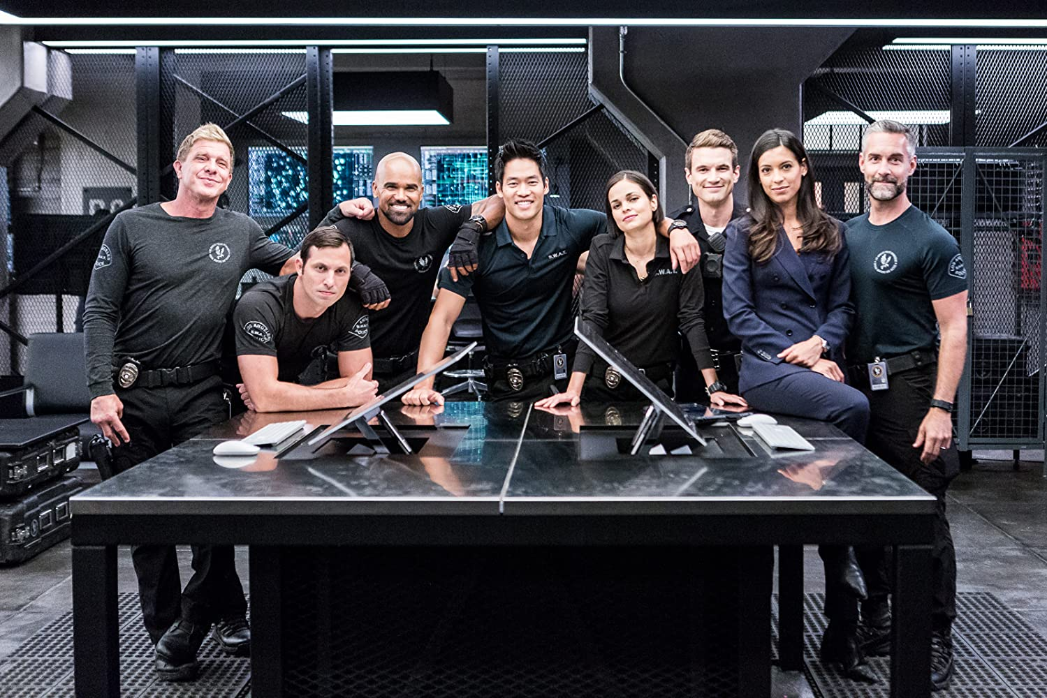 Shemar Moore, Jay Harrington, Kenny Johnson, Lina Esco, Stephanie Sigman, Juan Javier Cardenas, David Lim, and Alex Russell in S.W.A.T. (2017)