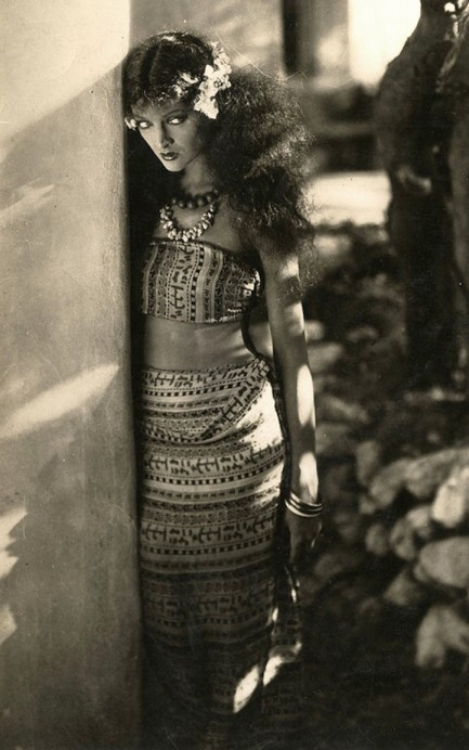 Myrna Loy in Across the Pacific (1926)