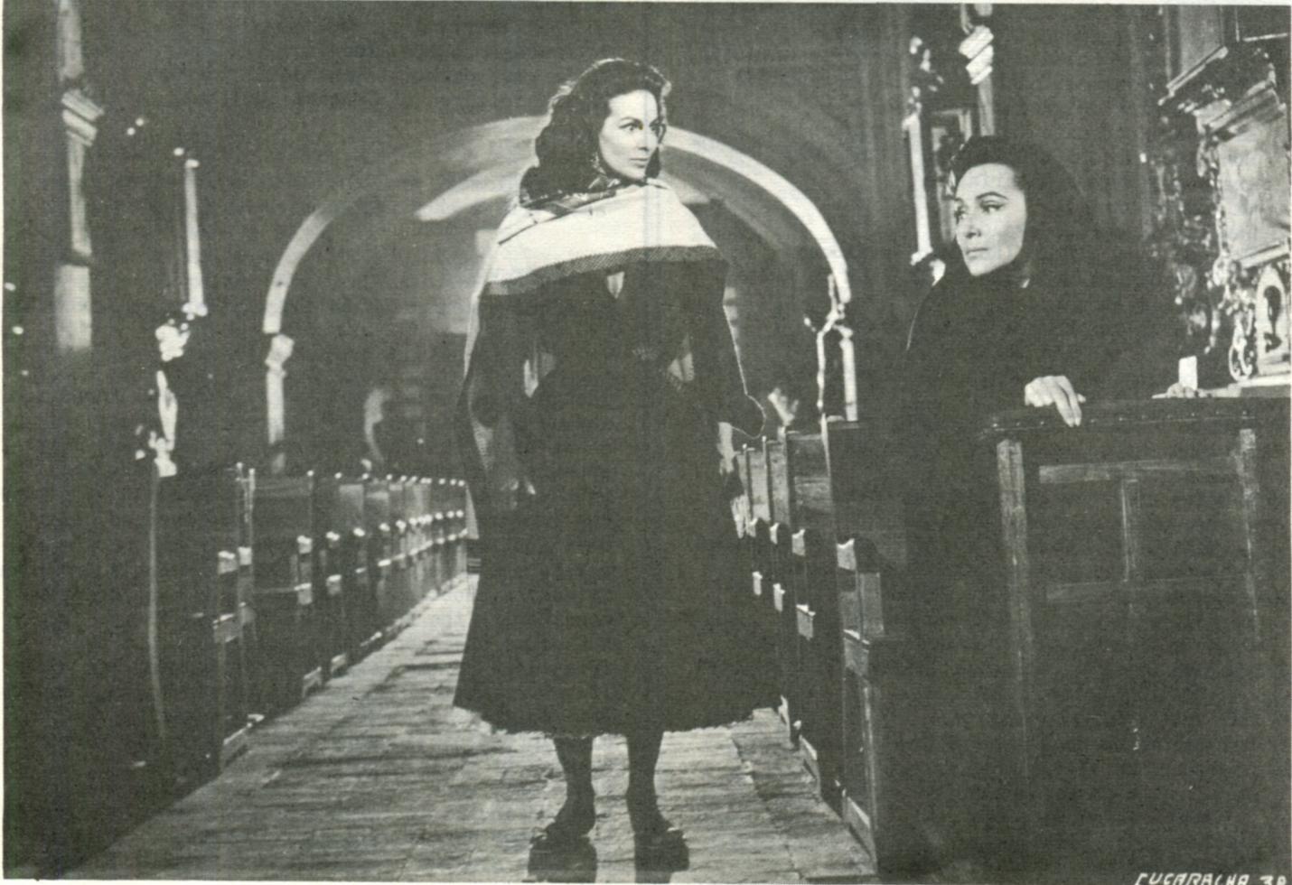 Dolores del Rio, María Félix, and Irma Torres in La cucaracha (1959)