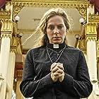 Eva Röse in Prästen i paradiset (2015)