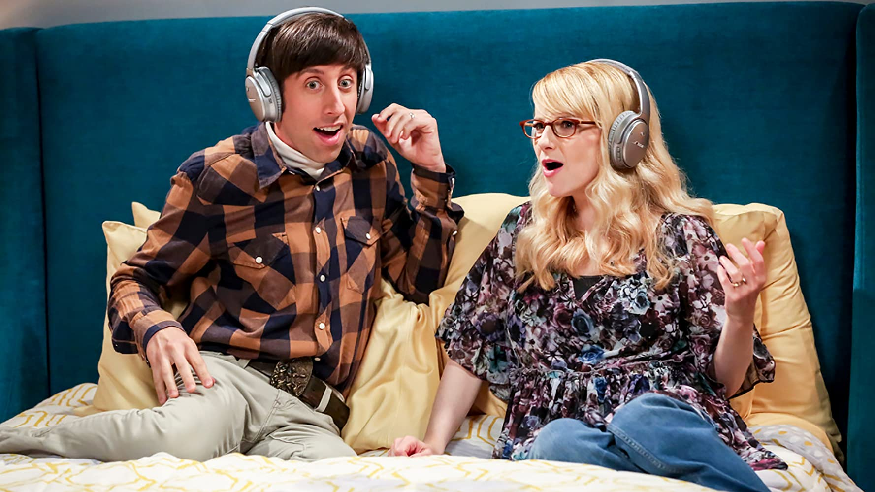 Simon Helberg and Melissa Rauch in The Big Bang Theory (2007)