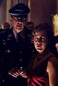 Gillian Anderson, David Duchovny, and William B. Davis in The X Files (1993)