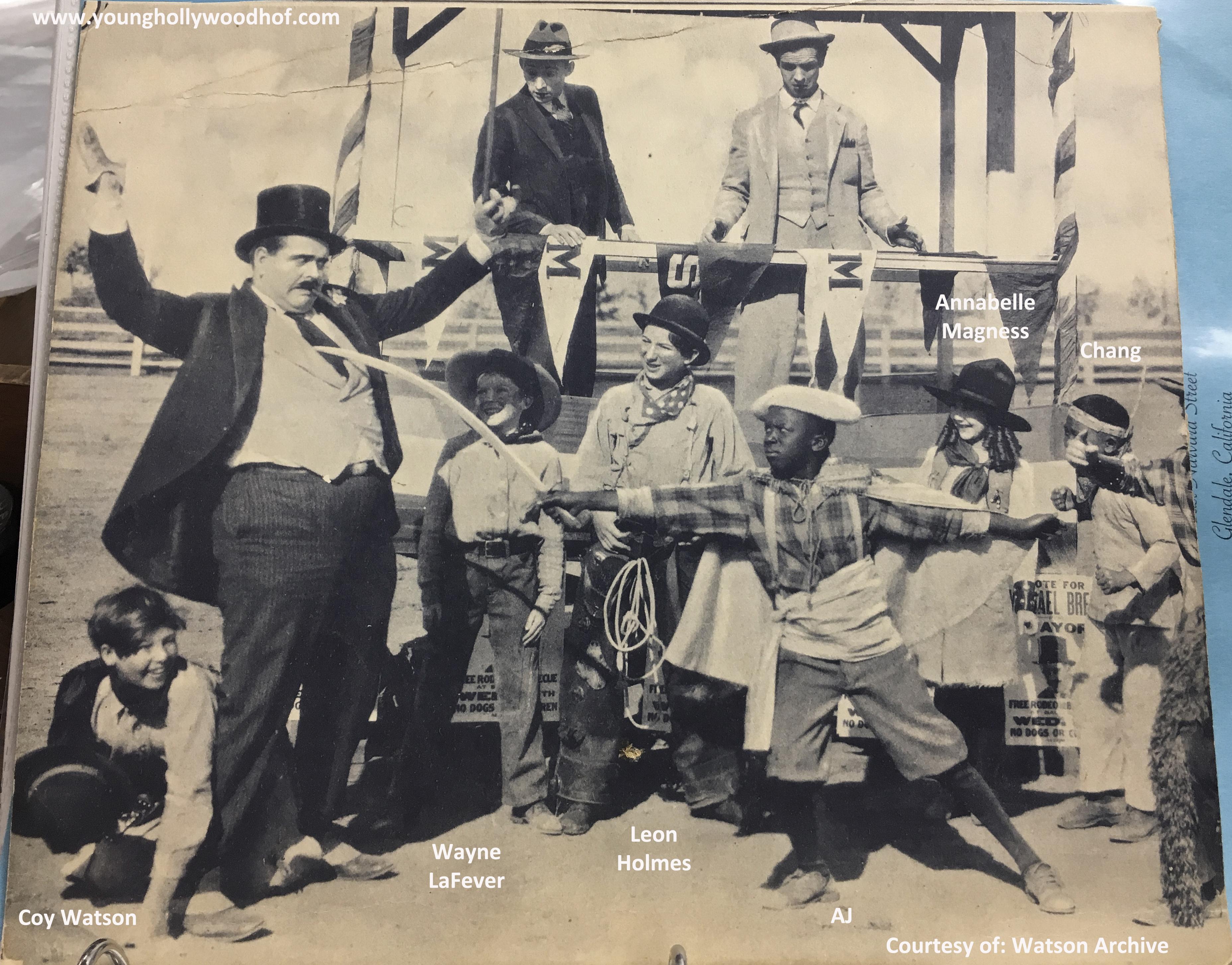 Leon Holmes, Bud Jamison, Annabelle Magnus, Coy Watson, and Wayne LaFever in Bear Knees (1928)