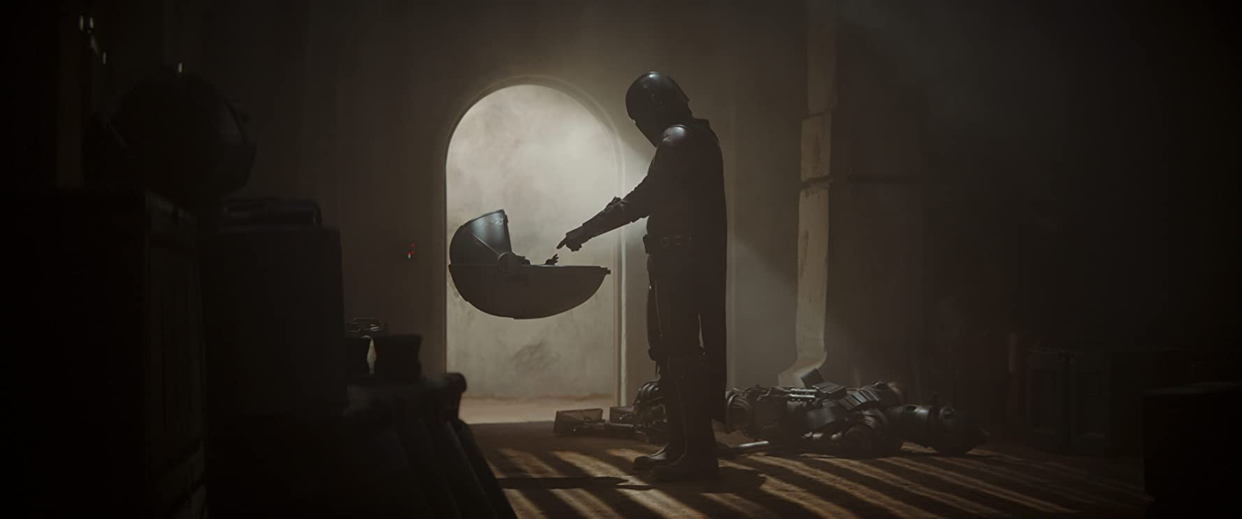 Pedro Pascal in The Mandalorian (2019)