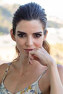 Clara Lago Picture