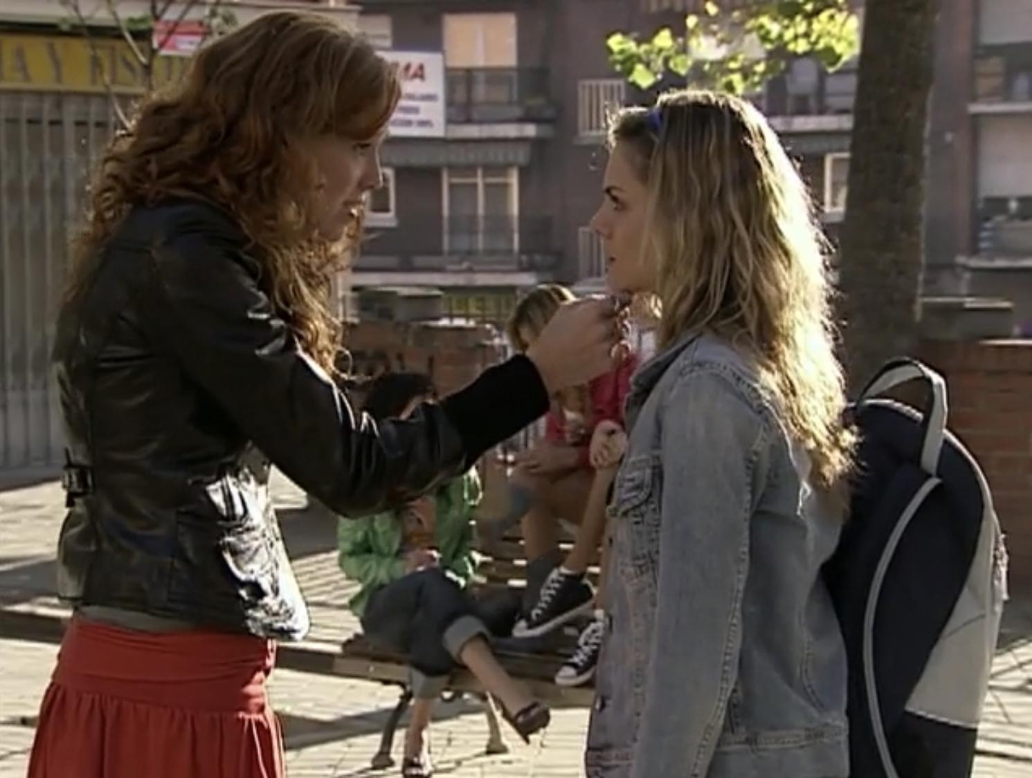María Castro and Amaia Salamanca in Sin tetas no hay paraíso (2008)