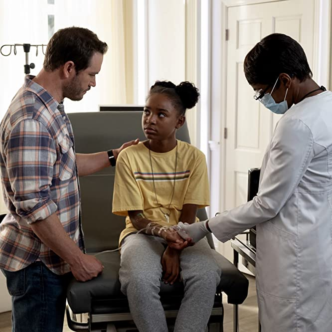 Mark-Paul Gosselaar, Caroline Chikezie, and Saniyya Sidney in The Passage (2019)