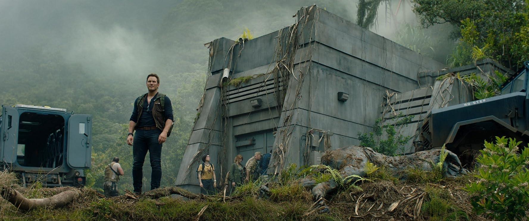 Ted Levine, Chris Pratt, Daniella Pineda, and Justice Smith in Jurassic World: Fallen Kingdom (2018)