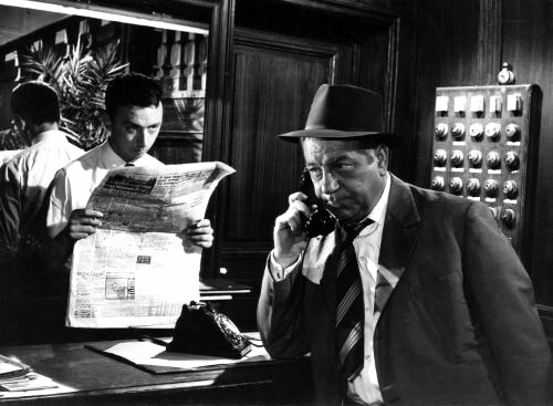 Jacques Ciron and Jean Gabin in Maigret tend un piège (1958)