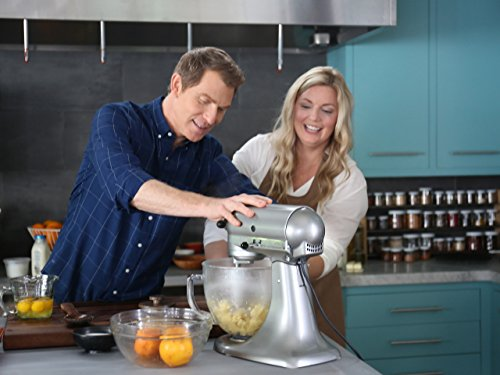 Bobby Flay and Damaris Phillips in The Bobby and Damaris Show (2017)