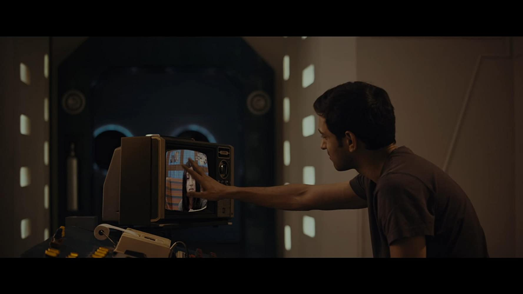 Konkona Sen Sharma and Vikrant Massey in Cargo (2019)