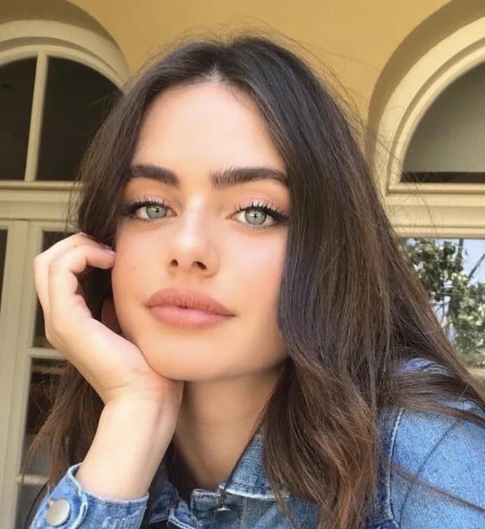 Plus belle femme du monde en 2020 : Yael Shelbia, une adolescente de 19 ans remporte la couronne
