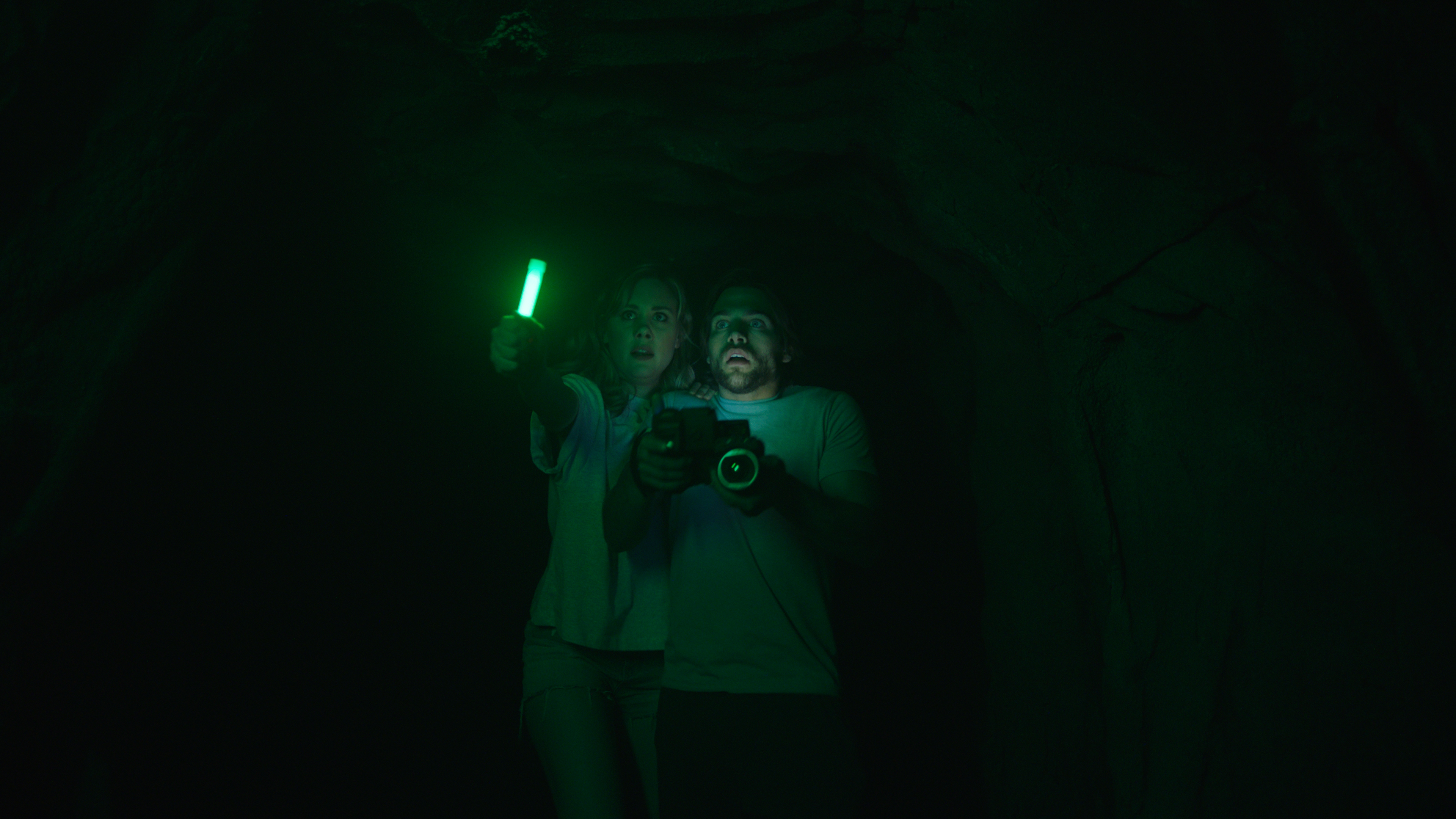 Rebecca Forsythe and Dylan Sprayberry in Malibu Horror Story (2019)