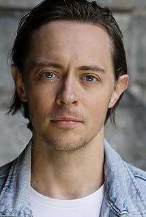Elliot James Langridge Picture
