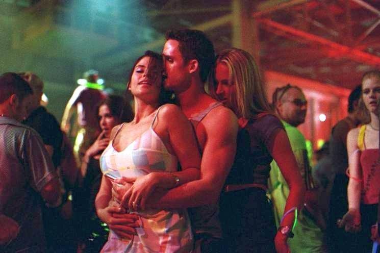 Lori Heuring and Susan Ward in The In Crowd (2000)