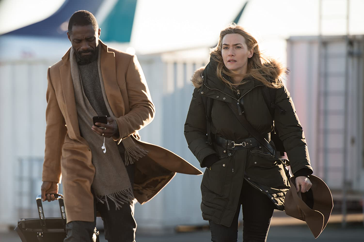 Kate Winslet and Idris Elba in The Mountain Between Us (2017)