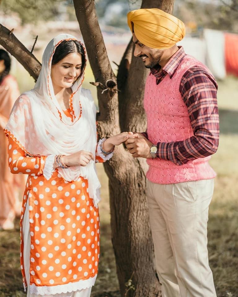 Isha Rikhi and Rajvir Jawanda in Mindo Taseeldarni (2019)