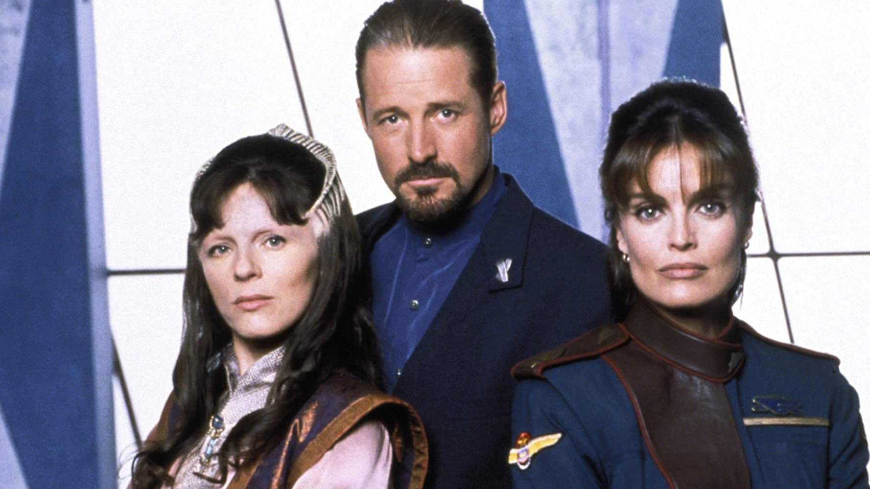 Bruce Boxleitner, Mira Furlan, and Tracy Scoggins in Babylon 5 (1993)