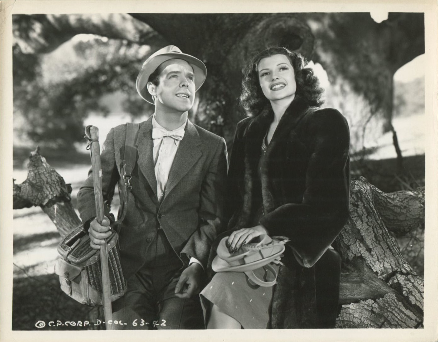 Rita Hayworth and Arthur Lake in Blondie on a Budget (1940)