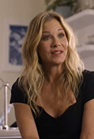 Christina Applegate in Dead to Me (2019)