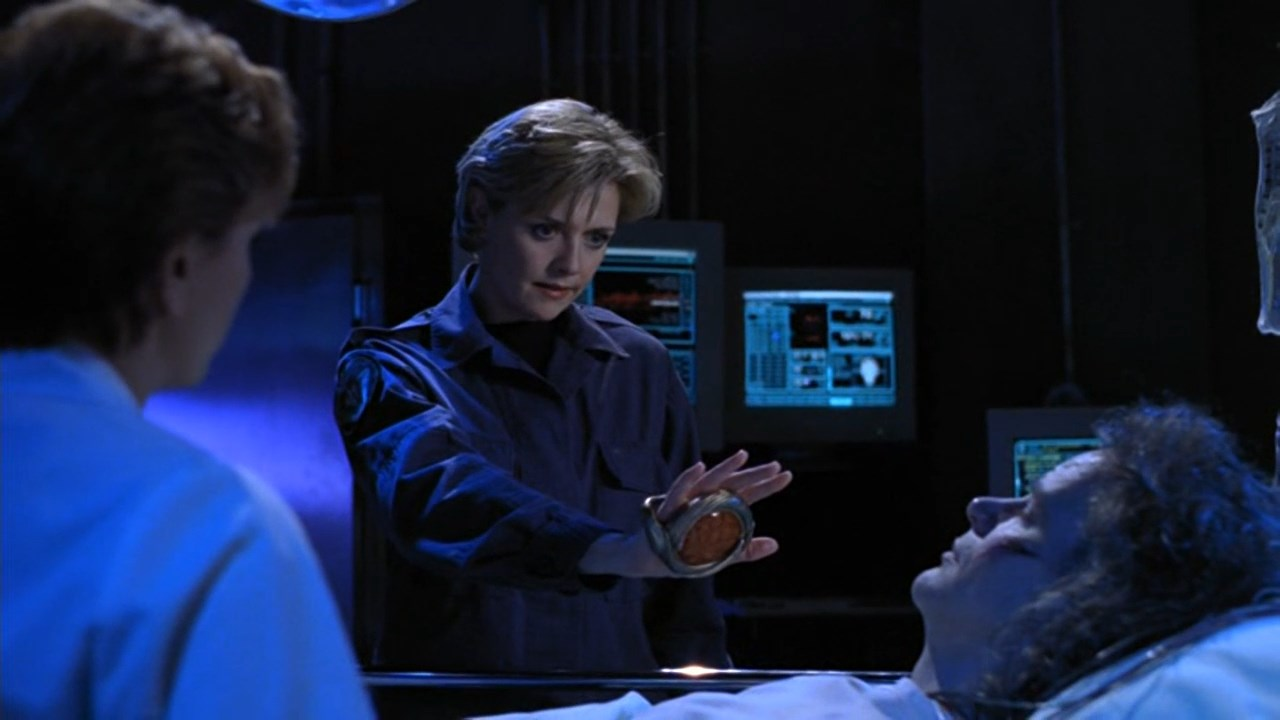 Ron Halder and Amanda Tapping in Stargate SG-1 (1997)