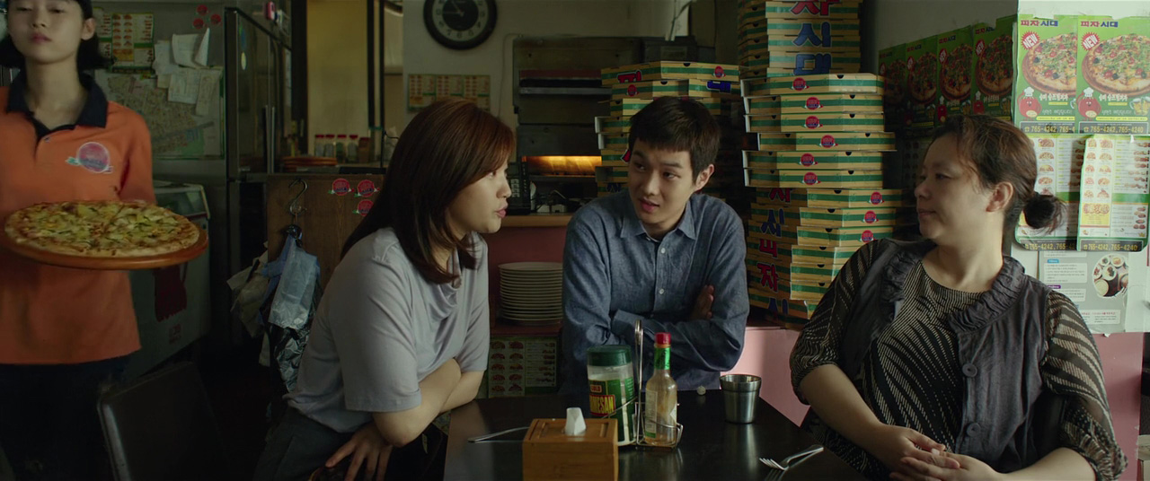 Hye-jin Jang, Woo-sik Choi, and So-dam Park in Gisaengchung (2019)
