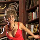 Maria Grazia Cucinotta in El día de la bestia (1995)
