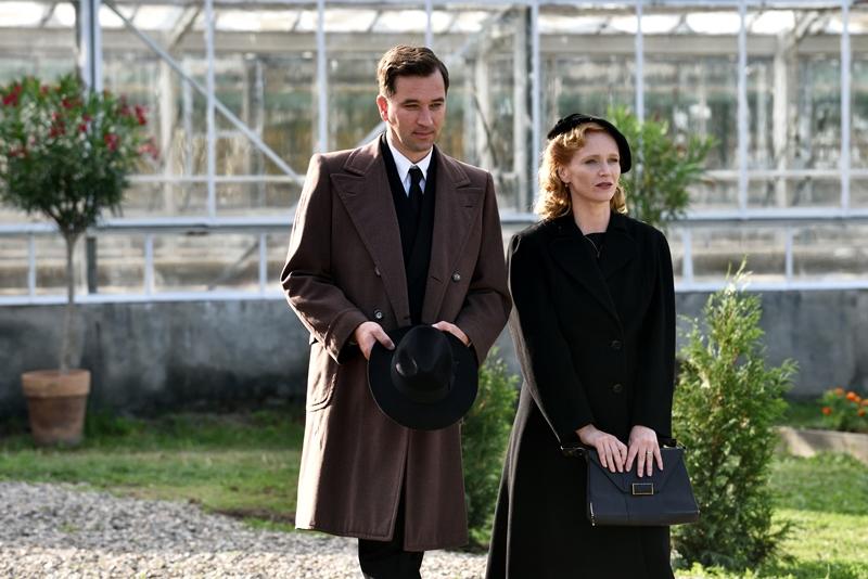 Anna Geislerová and Ondrej Sokol in Zahradnictví: Rodinný prítel (2017)