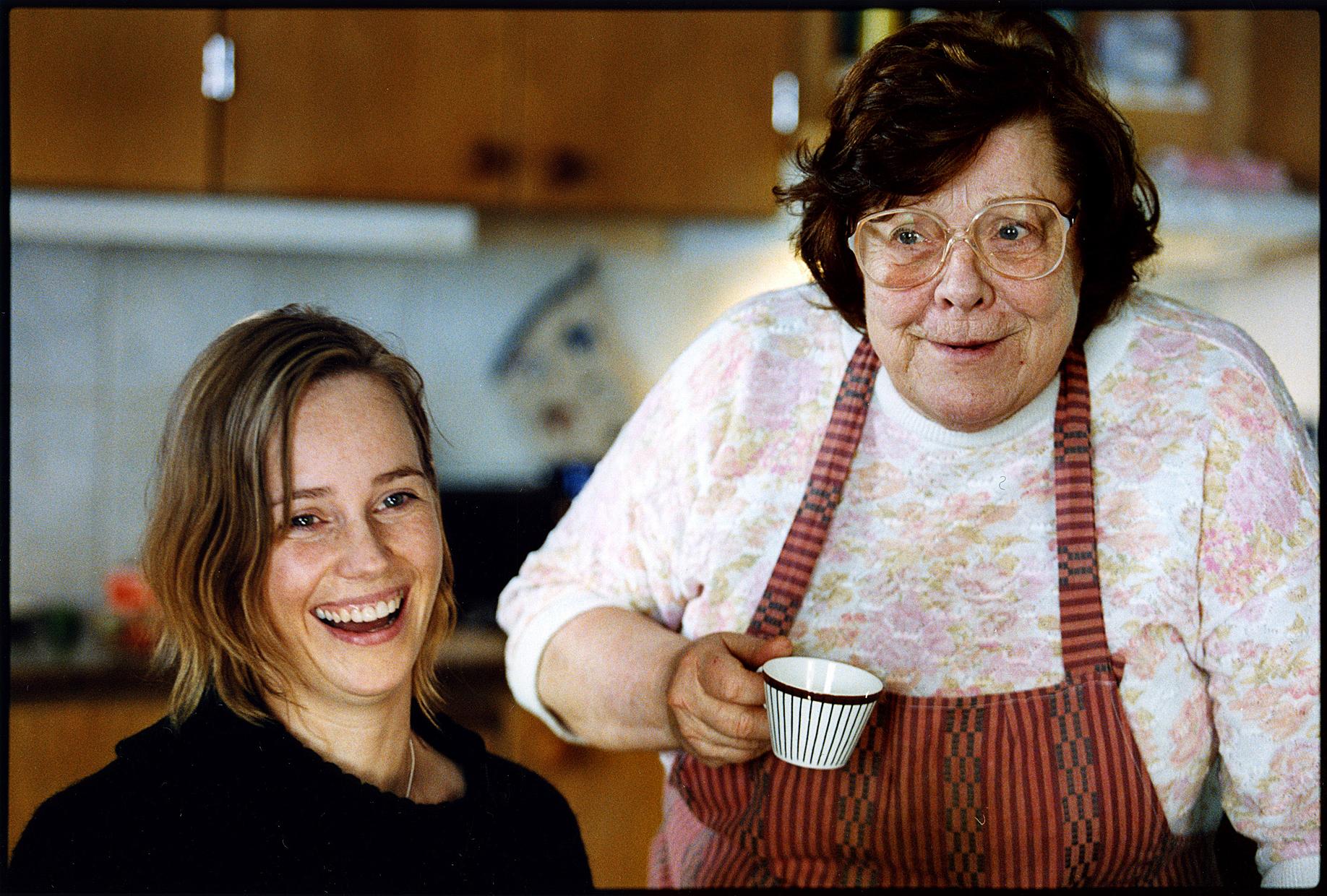 Sofia Helin and Inga Ålenius in Masjävlar (2004)