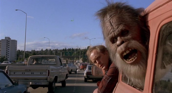Kevin Peter Hall and John Lithgow in Harry and the Hendersons 1987