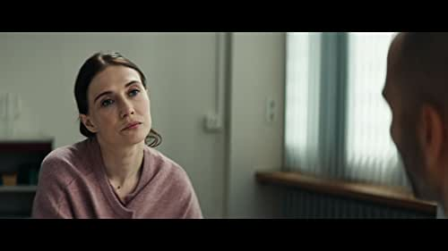 Nicoline, an experienced psychologist, starts a new job at a penal institution. She meets Idris, a sex offender who committed a series of grave crimes. After five years of treatment, he is about to go on his first unaccompanied probation. His team of practitioners are enthusiastic about his development but newcomer Nicoline does not trust him and tries to push his probation. Idris tries his hardest to convince Nicoline of his good intentions, but slowly but surely, he transforms into the manipulative man she saw in him from the beginning. A power play emerges between the two and Nicoline, in spite of her knowledge and experience, lets herself be trapped completely.