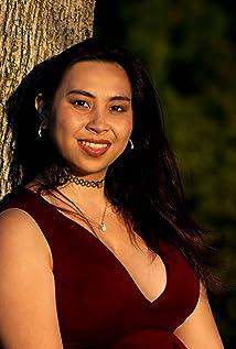 Sarah de Leon Picture