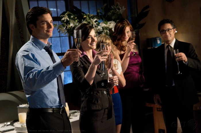 Britt Irvin, Alessandro Juliani, Tom Welling, Erica Durance, and Cassidy Freeman in Smallville (2001)