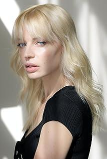 Chloe Farnworth Picture