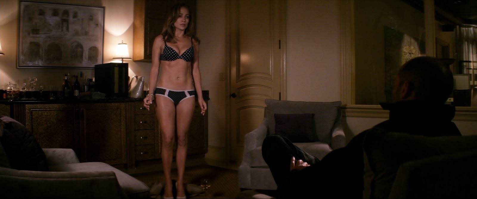 Jennifer Lopez and Jason Statham in Parker (2013)
