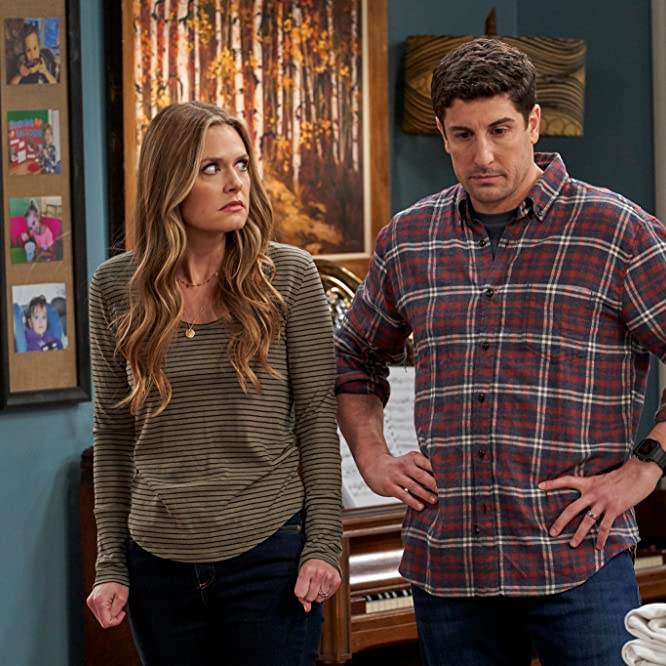 Jason Biggs and Maggie Lawson in Outmatched (2020)