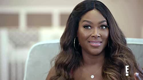 Hollywood Medium With Tyler Henry: Kenya Moore Gets A Sign During Her Reading With Tyler Henry