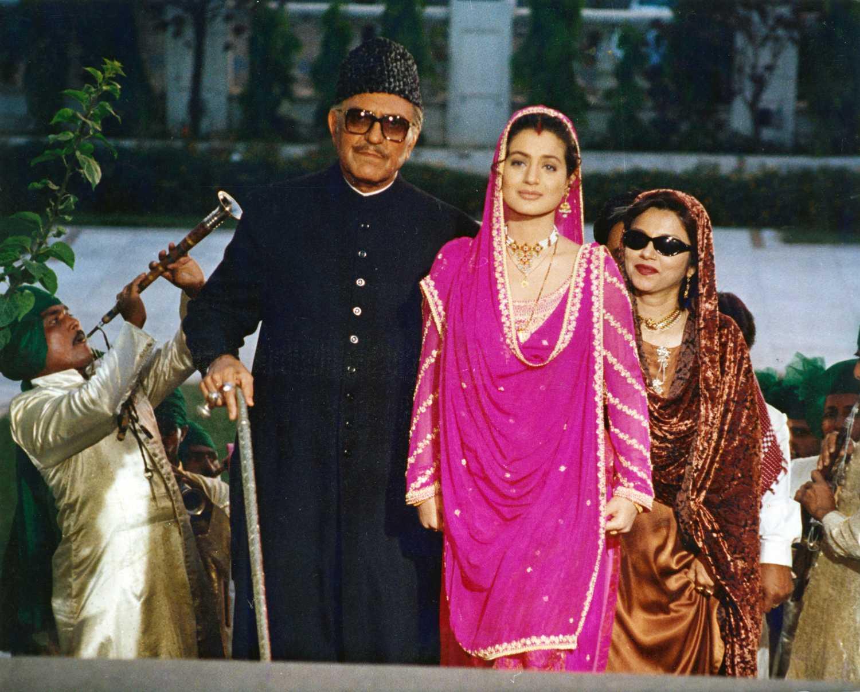 Ameesha Patel and Amrish Puri in Gadar: Ek Prem Katha (2001)