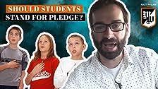 ¿Se debe permitir a los estudiantes sentarse durante la promesa de lealtad?