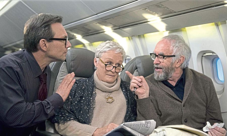 Christian Slater, Glenn Close, and Jonathan Pryce in The Wife (2017)